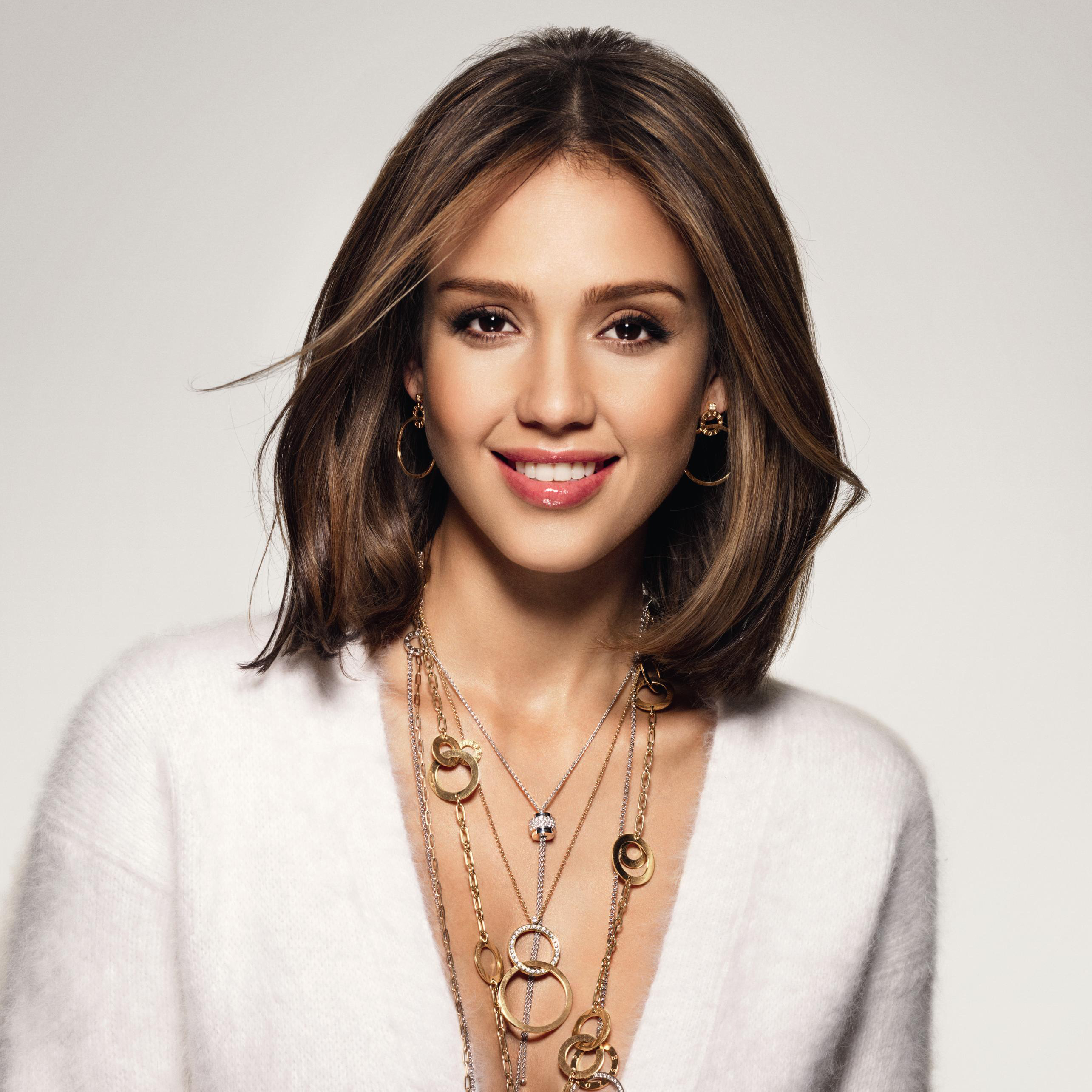 Jessica Alba with Long bob