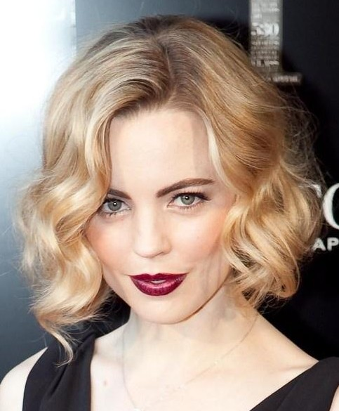 Melissa George's wavy chin length glamorous Golden Caramel blonde